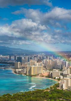 【ハワイ画像】 ハワイで虹を見たら、幸せになれる気がします。   夜のワイキキも素敵ですけどね。 https://jp.pinterest.com/pin/241435230002562463/ 11 Places You Can't Miss In Hawaii (Oahu). A quick preview of the top spots you need to see on your next trip to Hawaii! - Avenly Lane Travel