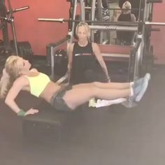 We're a Slave For Britney Spears's Latest Ab Workout