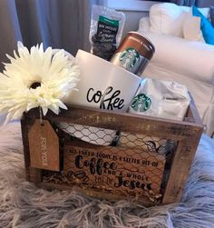 31 Christmas Gift Basket Ideas for Everyone 31 Christmas Gift Basket Ideas for Everyone de regalos para mujeres Diy Gift Baskets, Christmas Gift Baskets, Best Christmas Gifts, Christmas Fun, Handmade Christmas, Coffee Gift Baskets, Christmas Greetings, Christmas Presents, Boyfriend Gift Basket