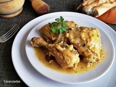 Como hacer pollo en pepitoria - Receta fácil paso a paso Pollo Guisado, Curry, Chicken, How To Make, Food, Spanish Kitchen, Plate, Casserole, Clean Eating Meals