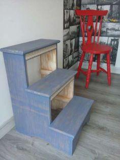 30 €: Escada Decorativa de cor Azul com pormenores interessantes, Altura da…