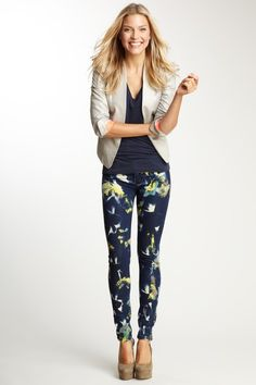 Garden Flower Jean--Funky Jeans  I love the pattern jeans on the young women -- really pretty!