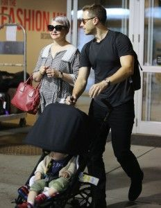 Exclusive... Ginnifer Goodwin & Josh Dallas Arriving In Vancouver | Celeb Baby Laundry