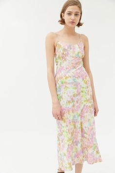 Stylish Dresses, Nice Dresses, Summer Wedding Guests, Designer Wedding Gowns, Tie Dye Designs, Urban Dresses, Types Of Dresses, Clothes For Women, Women's Clothes
