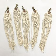 **IN STOCK** Size is approximately: Keychain hook: 4 cm (1,5) Ring: 3.5cm (1,3) Macrame: 20 cm (7,8) L x 6 cm (2,3) W Material: Cotton rope Colour: Natural If you have any questions or request dont hesitate to contact us.