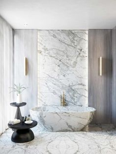 The bathroom above by 1508 London, for example, proves that the studio has a delicate taste that can create both modern and contemporary projects that impress. The choice to seamlessly weave the floors, bathtub and wall is simply inspiring and intense!