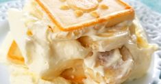 Paula Deen's Banana Pudding - This iconic recipe using cream cheese and sweetened condensed milk is not the Banana Pudding you grew up with but it is a classic for a reason - it is insanely delicious! Brownie Desserts, Oreo Dessert, Banana Pudding Desserts, Banana Recipes, Banana Pudding Chessman Cookies, Banana Pudding Condensed Milk, Banana Pudding Cream Cheese, Appetizer Dessert, Trifle Desserts
