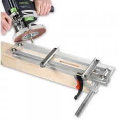 This simple slot cutting jig can be used with any router fitted with a guide bush to cut slots, mortices, etc. It is designed to be simple to set up and quick to position and secure, particularly when machining a batch of similar size components. Woodworking Power Tools, Carpentry Tools, Woodworking Guide, Woodworking Bench, Woodworking Crafts, Woodworking Workshop, Tenon Jig, Mortise Jig, Router Tool