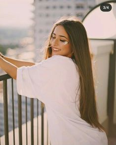 Portrait Photography Poses, Photography Poses Women, Tumblr Photography, Cute Poses For Pictures, Girl Pictures, Cute Selfie Ideas, Best Photo Poses, Cinematic Photography, Creative Photos