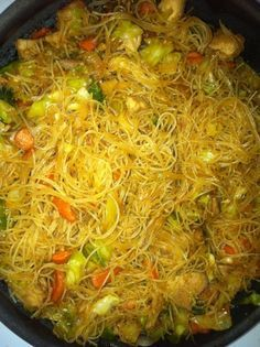 Low Unwanted Fat Cooking For Weightloss Filipino Pancit Recipe - Genius Kitchen Asian Recipes, Healthy Recipes, Ethnic Recipes, Vegetarian Recipes, Filipino Pancit, Lumpia Recipe Filipino, Chicken Adobo Filipino, Filipino Noodles, Filipino Recipes