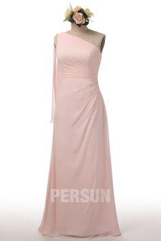 Robe rose poudré asymétrique couleur unie pour un look sobre, élégant & chic au mariage. Parfaite tenue pour les demoiselles d'honneur.