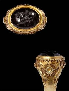 6-5 века до н.э. Achaemenid hardstone inset gold ring, carved in intaglio with an image of winged horse, Персия