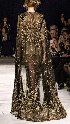 Back Detail - Alexander McQueen Fall 2016-2017, London Fashion Week.