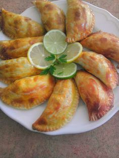 If I am the Peruvian Mom I know for sure how to make delicious Empanadas de Carne. Lovely flaky pastry that is flavoured with cumin . Peruvian Dishes, Peruvian Cuisine, Peruvian Recipes, Meat Recipes, Mexican Food Recipes, Cooking Recipes, Ethnic Recipes, Water Recipes, Snacks