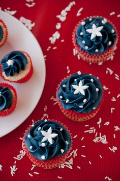 """Cupcakes perfect for a Memorial Day or July 4th get together (found on: http://www.cupcakesaremynewlove.com/2012/07/barras-i-estrellas.html). Please make sure to visit our Facebook page for more recipes, tips and baking """"fun"""": https://www.facebook.com/betterbakersbox"""