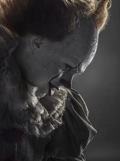 Pennywise// IT // Bill Skarsgard It Pennywise, Pennywise The Dancing Clown, Pennywise Tattoo, Clown Horror, Creepy Clown, Horror Drawing, Horror Art, Horror Photos, Wallpaper Series