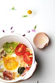 Donkey and the Carrot: Eggs in ramekin with broccoli pesto sauce! Αυγό μάτι με pesto και πομοντόρια--Looks so delicious.
