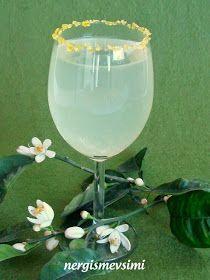 Limon çiçeği şerbeti tarifi Limon çiçeği şerbeti nasıl yapılır   Evimizin yolu üzerinde kokusunu duymadan geçemeyeceğiniz kadar gü... Alcoholic Drinks, Beverages, Spa Deals, Fitness Tattoos, Sunflower Tattoo Design, Homemade Beauty Products, No Cook Meals, White Wine, Food And Drink