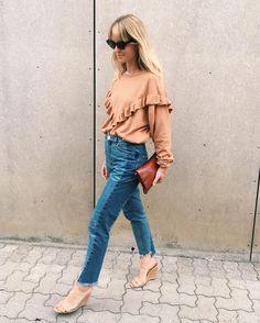 ¡¡Llegan las tendencias de otoño!! empezamos por una que no nos de pereza con estos calores -> Los volantes! http://chezagnes.blogspot.com/2016/09/volantes-ruffles.html #moda #fashion #trends #ruffles #volantes #streetstyle