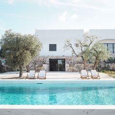 mediterranean homes exterior modern Mediterranean House Plans, Mediterranean Decor, Mediterranean Architecture, Mediterranean Homes Exterior, Outdoor Spaces, Outdoor Living, Outdoor Decor, Pool Designs, Exterior Design