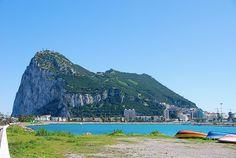 Rock of Gibraltar A Gibraltári szikla tengerentúli területe az Egyesült Királyság déli partján, Spanyolországban a bejáratnál található