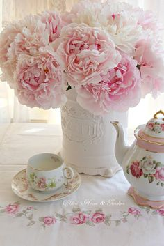 Aiken House & Gardens: Tea Time ~ A Year in Review #pink #peonies
