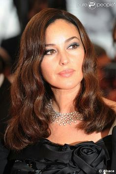 Monica Bellucci She looks exceptionally beautiful here 💖 Monica Bellucci Young, Monica Belluci, She's A Lady, Bond Girls, Italian Actress, Italian Beauty, Girls Makeup, Most Beautiful Women, Beautiful Actresses