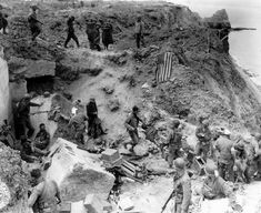US Army Rangers at Point du Hoc, Omaha Beach.just incredible what these men accomplished. D Day Photos, Then And Now Photos, D Day Normandy, Normandy Beach, Normandy France, Carolina Do Sul, Omaha Beach, Us Army Rangers, D Day Invasion