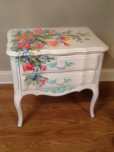 super ideas painting furniture flowers beautiful Best Picture For Decoupage bottles For Your Taste You are looking for something, and it is going to tell you exactly what you are looking for, and Decoupage Furniture, Funky Furniture, Hand Painted Furniture, Paint Furniture, Repurposed Furniture, Shabby Chic Furniture, Furniture Projects, Furniture Makeover, Bedroom Furniture