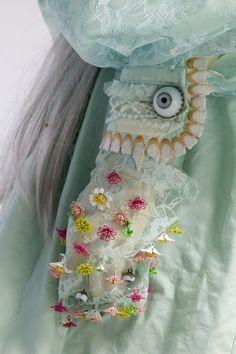 Detail of Jun Takahashi 'Alice' dress Is that an eyeball button? via Aqua ❤ Textiles, Mode Pop, Jun Takahashi, Meadham Kirchhoff, Estilo Lolita, Mode Costume, Fashion Details, Fashion Design, Fashion Fashion