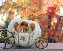 Perfect pumpkin carriage decoration for Cinderella Fall Wedding Halloween Pumpkins, Fall Halloween, Halloween Crafts, Halloween Wedding Centerpieces, Halloween Decorations, Cinderella Kutsche, Cinderella Pumpkin Carriage, Creative Pumpkins, White Pumpkins
