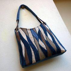 džíska vlnkovaná Nr.3 Denim Handbags, Denim Tote Bags, Diy Tote Bag, Diy Bags And Purses Patterns, Diy Bags Purses, Patchwork Bags, Quilted Bag, Jeans Denim, Jute Bags