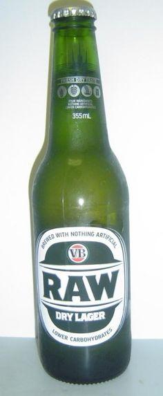 Cerveja VB Raw, estilo Lite American Lager, produzida por Carlton & United Breweries, Austrália. 4.5% ABV de álcool.