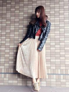 ウォッチありがとうございます♡ 私服✨ ベロアのプリーツスカートは 光沢感があって、 歩く