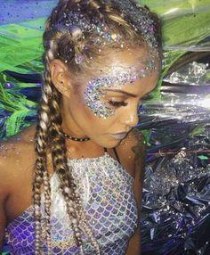 More halloween makeup glitter, mermaid halloween makeup, glitter face makeup, mermaid costume makeup Festival Makeup Glitter, Glitter Party, Glitter Makeup, Glitter Bomb, Glitter Dust, Festival Glitter Ideas, Glitter In Hair, Halloween Makeup Glitter, Alien Makeup