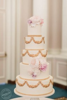 A Classic Blush and White Wedding At The Fairmont Château Laurier - WedLuxe Magazine 5 Tier Wedding Cakes, Luxury Wedding Cake, Wedding News, Wedding Trends, Wedding Day, Pink And White Weddings, Sugar Flowers, Davids Bridal, Real Weddings