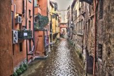 Bologna Canale tra le case N/A