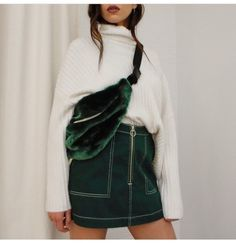 Just in: Park shoulder bag, Piet mini skirt and Etch sweater💥 Green Fashion, Autumn Fashion, Fashion Outfits, Womens Fashion, Fashion Trends, Fashion Edgy, Facon, Mode Style, Minimalist Fashion