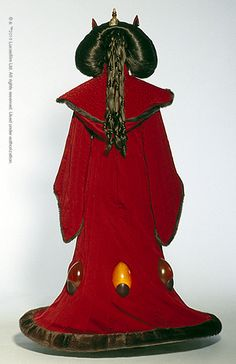 Queen Amidala Thrown Room Gown as seen from the back Amidala Star Wars, Star Wars Padme, Star Wars Costumes, Movie Costumes, Rainha Amidala, Queen Amidala Costume, Star Wars Canon, Hollywood Costume, Star Wars Drawings