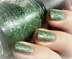 This Is Tree-Mendous #greennails #glitterpolish #greenpolish - bellashoot.com