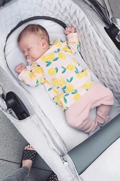 Looking comfy, 👶 📸: @chloe_inspo  Our #StokkeTrailz Carry Cot does not only offer a breathable mattress made of high quality Sorona fibers but it also softly cushioned for the best comfort of your baby right from birth - check it out!  #StokkeStroller #Stroller #Pram #PushChair #BabyGirl #StrollerGoals #BabyGear #BabyGoods #Newborn #BabyGearMusthave Stokke Trailz, Kids Branding, Summer Baby, Baby Essentials, Cool Baby Stuff, Cot, Baby Gear, Carry On