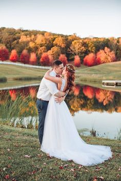 Fall Wedding at Grace Meadows Farm photographed by Taylor Meo Photography | The Pink Bride®️ www.thepinkbride.com