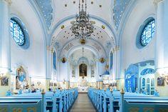 """大木賢 / Ken Ohki on Twitter: """"スロバキアの首都、ブラスチラバにある「青の教会」。その名の通り、青に統一された装飾が美しいカトリックの教会で、ミサの始まる前に撮影させていただきました。 https://t.co/nmfST4q3AI"""""""
