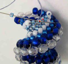 Free tutorial for Alternating Cellini through:  http://www.craftsy.com/pattern/jewelry/bracelet/alternating-cellini-spiral-bead-bracelet/39934?_ct=myixbyij-jyjbu-sbysa&_ctp=4673253