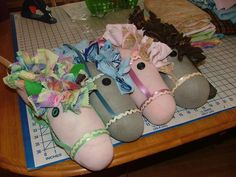 The Napping House: Sock Stick Horse - Tutorial