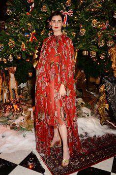 Erin O'Connor lors de la soirée d'inauguration du sapin Dolce & Gabbana de l'hôtel Claridge's http://www.vogue.fr/mode/news-mode/diaporama/le-sapin-dolce-gabbana-de-l-hotel-claridge-s/21247#!4