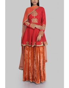 SVA adds a hint of colour to your look with this red flared kurta with gold embroidery paired with burnt orange velvet sharara and net dupatta. Delicate pearl jewellery with offset this look beautifully. Indian Bridal Outfits, Pakistani Bridal Dresses, Pakistani Dress Design, Nikkah Dress, Indian Dresses, Lehnga Dress, Designer Party Wear Dresses, Indian Designer Outfits, India Fashion