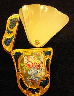 Delicate 18th century gilded, painted porcelain container with ivory dance cards, photo by fredpanassac