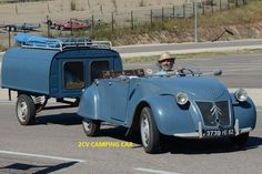 Multi-functionality of a Citroen break; one car turned into a real cabriolet with adjoining bedroom and living space Multifunctionaliteit van een. Vintage Cars, Antique Cars, Psa Peugeot Citroen, 2cv6, Pt Cruiser, Cabriolet, Camper Trailers, Campers, Ducati