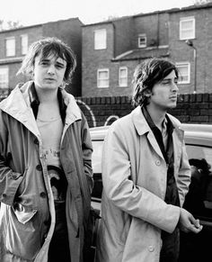 Peter Doherty and Carl Barât oh how i would love to have a friendship like theirs one day.